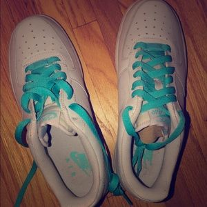 Women's Low Airforce 1s